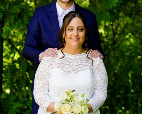 Intieme bruiloft in eigen tuin